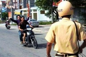 Vi phạm giao thông, thanh niên chạy xe vào nhà dân 'núp' rồi đánh vào đầu CSGT