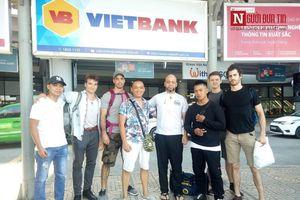 Flores trở lại Hà Nội, chờ đấu cao thủ Việt Nam?