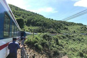 Tàu SE3 bị trật đường ray trên đèo Hải Vân