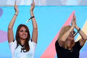 Vợ Messi vỡ òa khi tuyển Argentina vào bán kết gặp Brazil