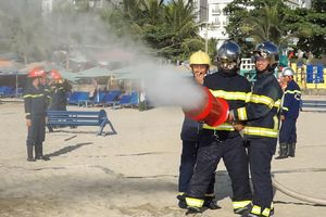 Hàng trăm cảnh sát, quân đội diễn tập ứng phó sự cố tràn dầu trên biển