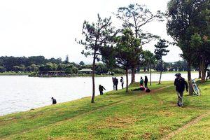 Trục vớt thi thể người đàn ông nổi trên hồ Xuân Hương