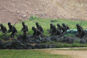 Lính đặc công huấn luyện 'tàng hình' khi đột nhập căn cứ địch