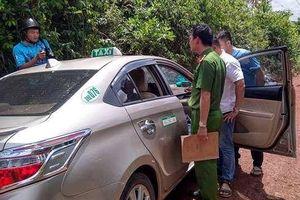 Tài xế taxi bị 'thượng đế' kề dao vào cổ ngay khi vừa bước lên xe