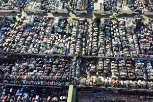 Hàng nghìn siêu xe bạc tỷ chất đống như 'rác'