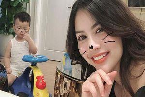 Giữa lúc Việt Anh vi vu ở Hàn Quốc để 'tút lại vẻ đẹp trai', vợ cũ Hương Trần khổ tâm vì con trai ốm