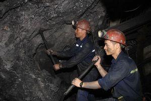 Thợ mỏ ứng phó với nắng nóng
