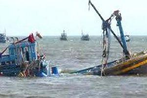 Tìm kiếm nhiều thuyền viên ở Nghệ An mất tích trên biển