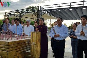 Phó Chủ tịch Quốc hội viếng nghĩa trang liệt sĩ tại Quảng Trị