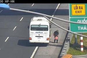 Tài xế xe khách nhận 'trái đắng' khi ngang nhiên trả khách trên cao tốc Hà Nội - Hải Phòng
