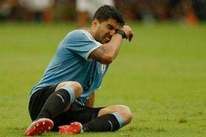 Suarez ôm mặt khóc sau khi đá hỏng luân lưu khiến Uruguay bị loại