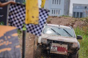 Bùn lầy phủ kín xế offroad trên đường đua địa hình đối kháng KOK