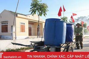 Cán bộ và người dân vùng đất cát Hà Tĩnh kéo xe 'giải cứu' cây xanh