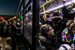 Những chuyến xe buýt quá đông đúc sẽ được Google Maps cảnh báo trước