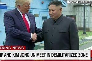 Tổng thống Mỹ bắt tay Chủ tịch Triều Tiên tại khu DMZ, mời ông Kim đến Nhà Trắng