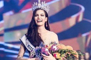 Ngắm vẻ đẹp cuốn hút, sắc sảo của tân Hoa hậu Hoàn vũ Thái Lan 2019