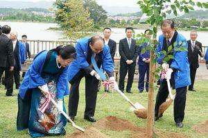 Thủ tướng dẫn ca dao Việt Nam khi dự Lễ hội hoa sen tại Nhật Bản