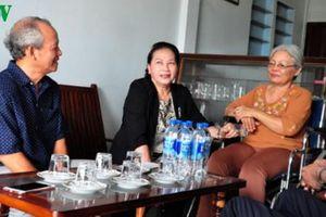 Chủ tịch Quốc hội thăm, tặng quà gia đình chính sách ở Phú Yên