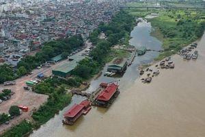 'Biệt phủ', du thuyền mọc trái phép đe dọa hành lang sông Hồng