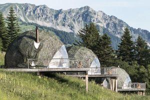Ở lều sinh thái giá 450 USD ngắm núi Alps hùng vĩ