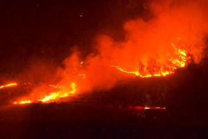 Rừng keo ở Quảng Nam, Quảng Ngãi bốc cháy dữ dội