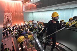 Người biểu tình Hong Kong (Trung Quốc) tràn vào trụ sở cơ quan lập pháp