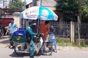 EVN Hà Nội cấp nước uống miễn phí cho người dân ngày nắng nóng
