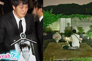 Giữa những rối ren của showbiz Hàn, có một khoảng lặng đến nghẹn lời khi So Ji Sub đến thăm mộ bạn thân sau 9 năm ngày mất