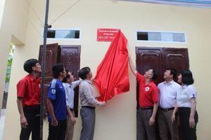 Bàn giao nhà Chữ thập đỏ cho hộ nghèo