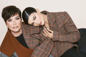 Mẹ con Kylie Jenner đọ sắc quyến rũ trên tạp chí thời trang