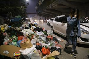 Dân Nam Sơn lại chặn đường, nguy cơ rác thải ùn ứ thủ đô