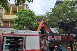 Hà Nội: Sập nhà triệu USD trên phố hàng Bông