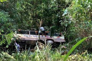 Hiện trường ô tô chở 20 khách du lịch lao xuống vực, 2 người tử vong