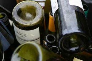 Chai rượu càng được trang trí đẹp càng chứa nhiều chất độc hại