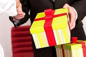 Người có chức vụ, quyền hạn không được nhận quà tặng dưới mọi hình thức
