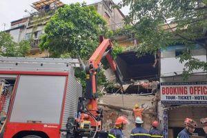 Hà Nội: Ngôi nhà 2 tầng trên phố Hàng Bông đổ sập