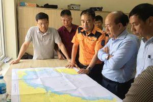 Thợ lặn đang tìm kiếm 9 nạn nhân chìm tàu trong thời tiết xấu