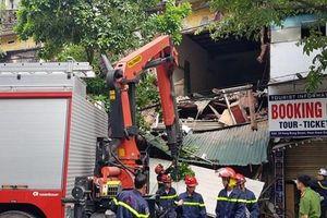 Hà Nội: Ngôi nhà 2 tầng trên phố Hàng Bông bất ngờ đổ sập