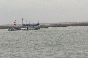 Tàu chở 71 tấn dầu đang chìm ở đảo Phú Quý, nguy cơ tràn dầu ra biển trên diện rộng
