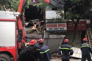 Sập nhà số 56 Hàng Bông: Lực lượng chức năng đang tháo dỡ toàn bộ ngôi nhà