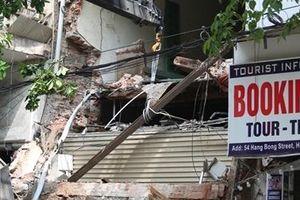 Ngôi nhà bị sập trên phố Hàng Bông đang trong giai đoạn sửa chữa?