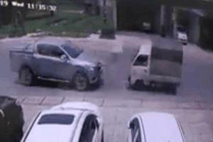 CLIP: Phóng tốc độ cao, xe tải quay 360 độ ngay sau khi đâm Ford Ranger nát đầu