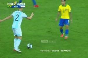 Coutinho bẽ mặt sau pha đảo chân của hậu vệ Argentina