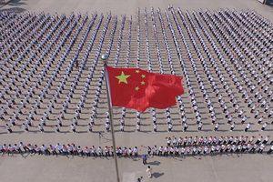 Trung Quốc cài ứng dụng giám sát trên điện thoại du khách