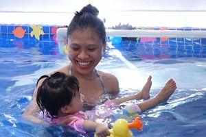 Lớp dạy bơi sinh tồn cho trẻ từ 4 tháng tuổi ở Hà Nội