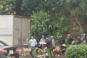 Đắk Nông: Tông vào xe ô tô đậu bên đường, cán bộ trại tạm giam tử vong