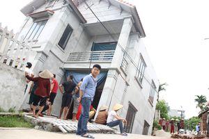 Hãi hùng 'hố tử thần' xuất hiện tại Hà Nội khiến ngôi nhà 2 tầng bị nghiêng đổ