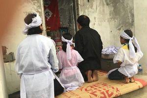 Tiếng khóc xé lòng trong ngôi nhà dột nát của gia đình nạn nhân tử vong trên biển ở Nghệ An