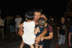 Nghệ An: Tạm dừng tìm kiếm 9 ngư dân mất tích, 7 ngư dân sống sót được đưa vào đất liền