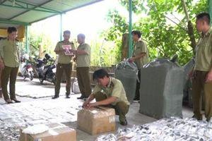 Quảng Nam: Phát hiện xe khách Hoàng Long chở lượng lớn hàng hóa nghi nhập lậu